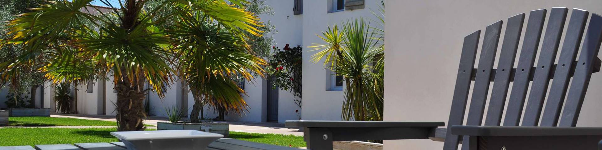LES MINUTIAS VILLAGE***: 50m from the centre of the village