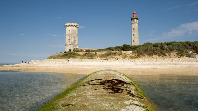The lighthouse Phare des Baleines ©Yann Werdefroy