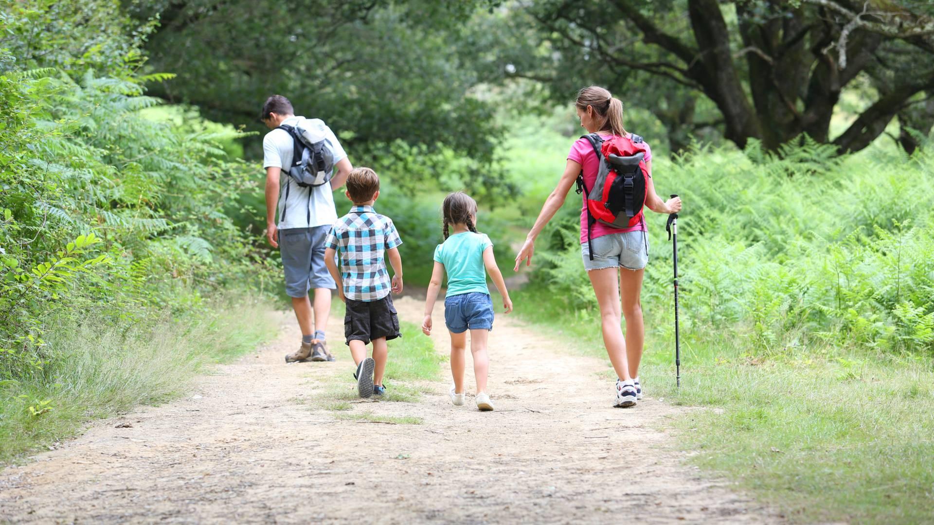Family hikes Ile de Ré